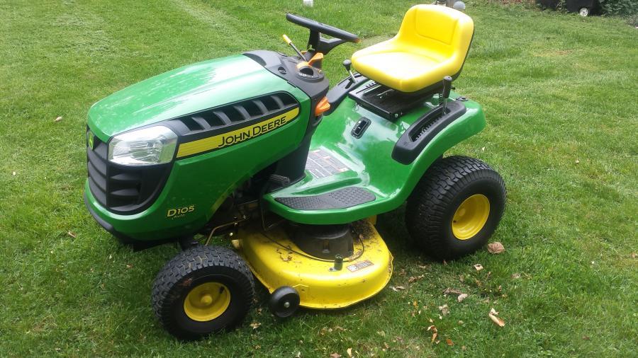 John Deere D105 42 Quot 17 5hp Lawn Tractor Leaf Bagger