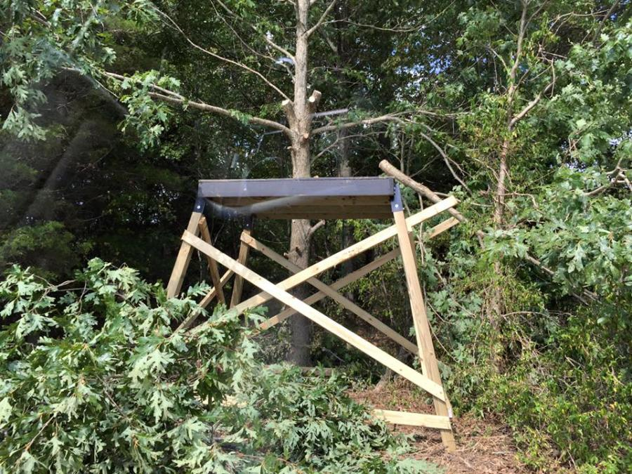 Elevated deer blind build progress thread with pics page 3 for Elevated deer hunting blinds